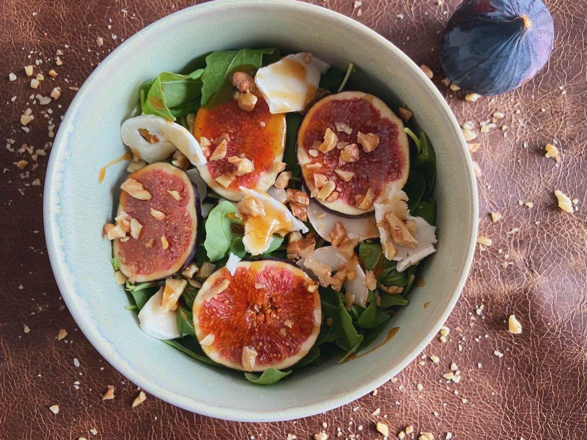 Figensalat med valnødder og gedeost