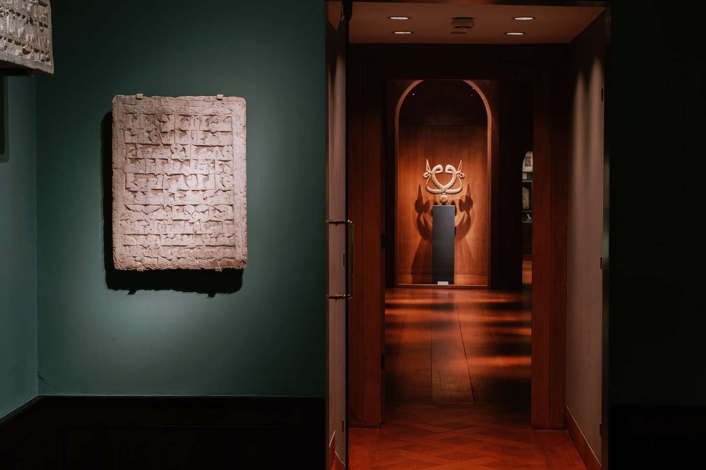 The entrance of the dissemination department, in which there is exhibited a Tyrkish sufi-emblem of wood from the 18-19th century, in the niche in farthest place of the room.