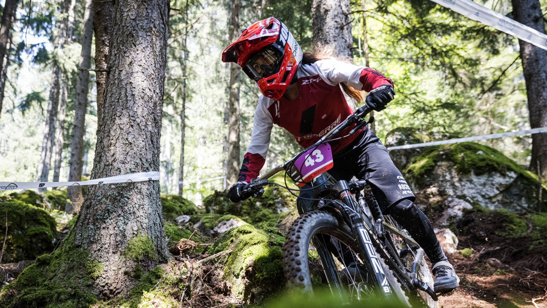 Isabeau Courdurier - 2021 enduro french champ on Spicy Team CF