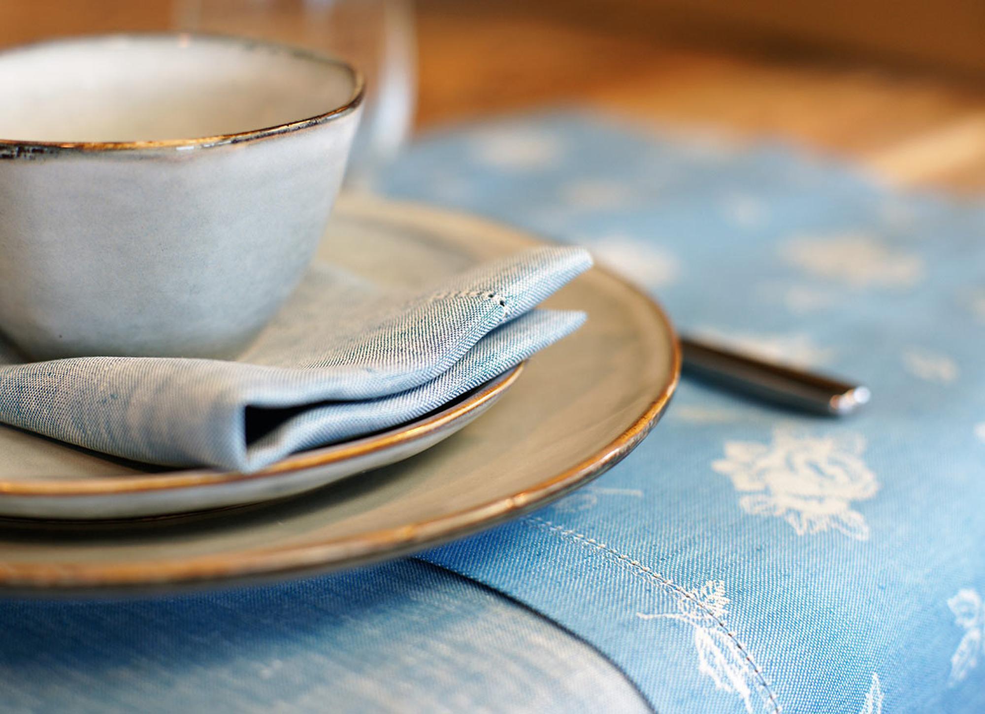 Tischwäsche aus Halbleinen © Stickerei Übelhör