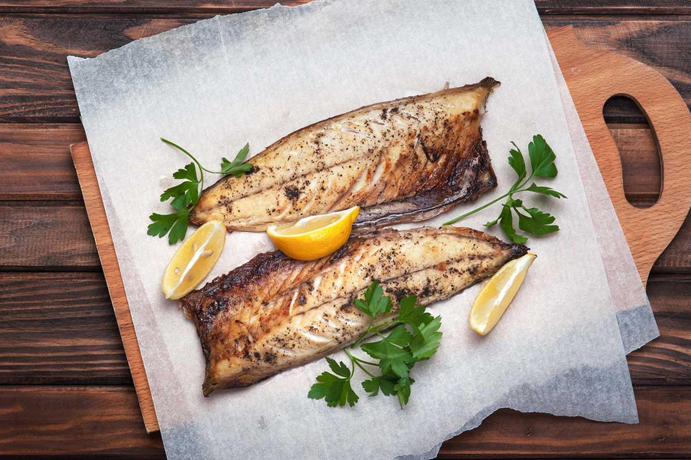 Somrig örtsås till grillad fisk