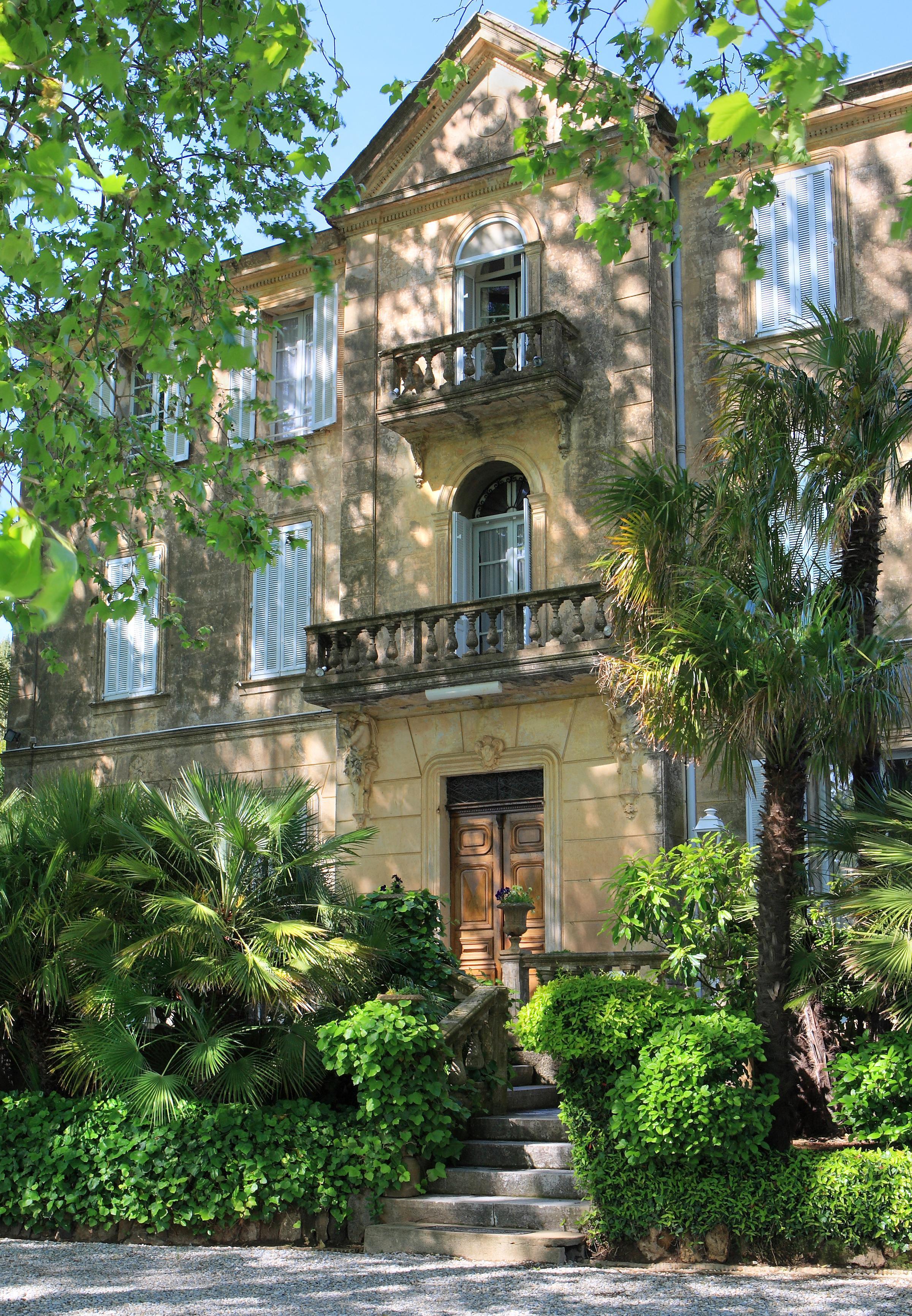 https://a.storyblok.com/f/105614/2384x3440/92d465eea6/chateau-minuty.JPG