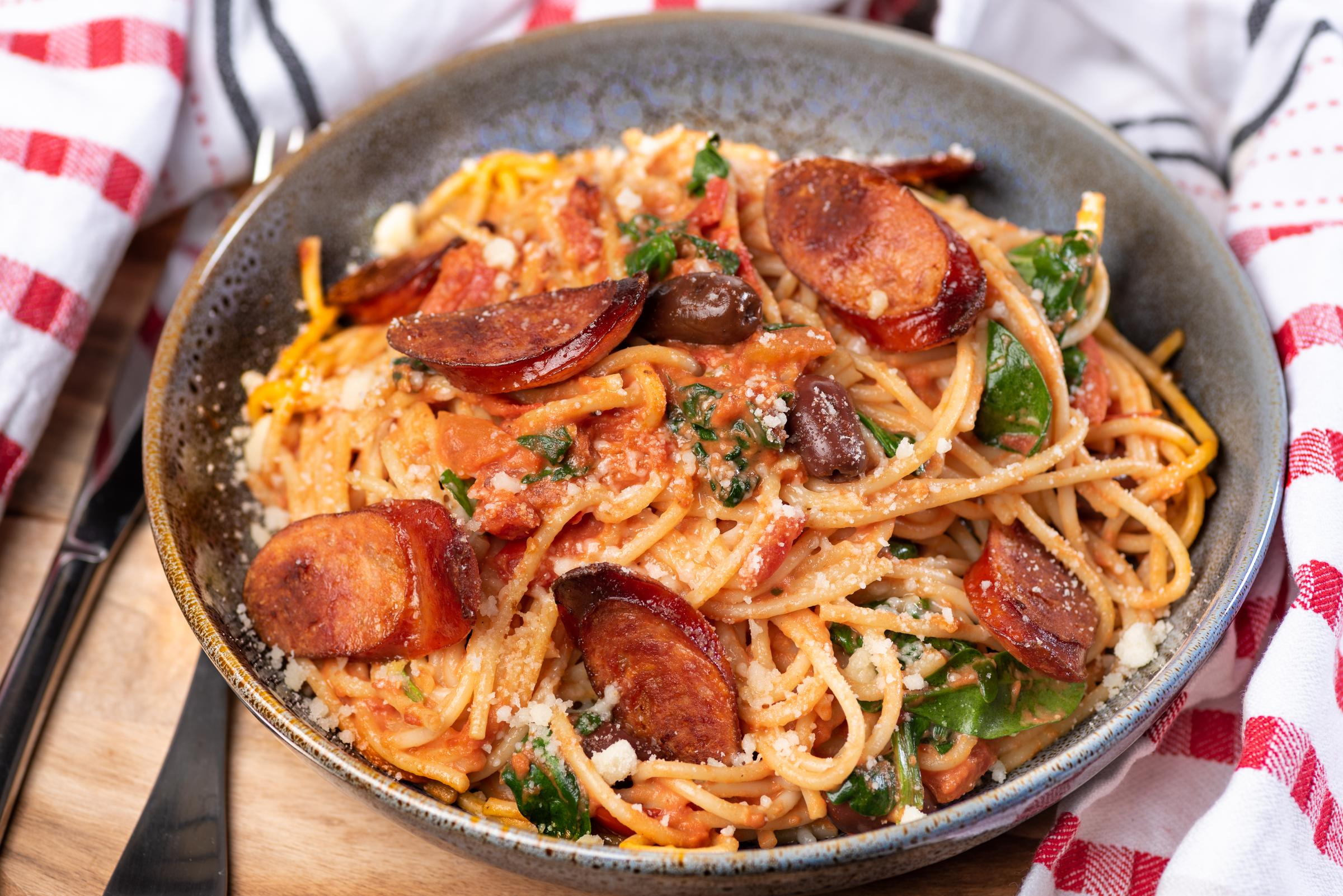 Spaghetti med tomatsås och chorizo