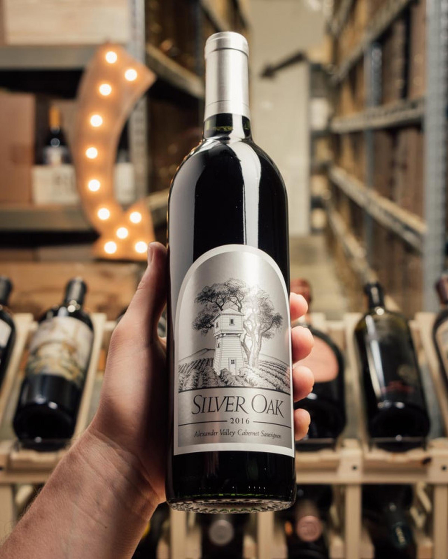 https://a.storyblok.com/f/105614/640x800/40cd002aa8/first-bottle-silver-oak-alexander-valley-2016-product-image_alt-4660-medium.jpeg