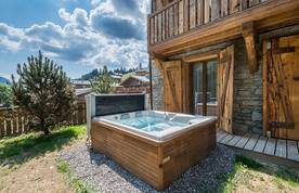 Outdoor wooden jacuzzi at Moulin III luxury chalet in Les Gets