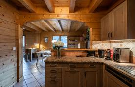 Fully-equipped kitchen with coffee machine and toaster at Doux Abri chalet in Morzine