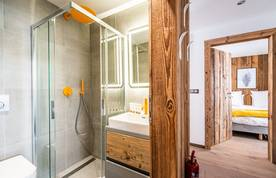 Modern ensuite with shower at Eyong accommodation in Chamonix