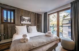 Double bedroom en-suite at Douka accommodation in Morzine