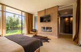 Contemporary en-suite with TV at Zagora private villa in Marrakech
