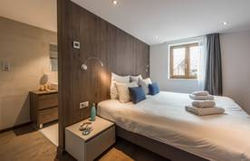 En-suite double bedroom at Sugi accommodation in Morzine