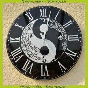 wanduhr-ying-yang-verziert-strahlwerk-schindler