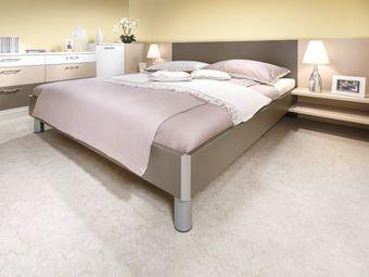 Doppelbett mit Alu-Lisenen an den Ecken