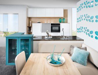 Küchenzeile mit Raumteiler