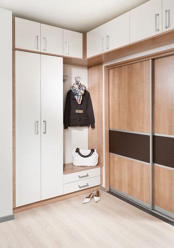 Ecklösung mit Sitzmöglichkeit und Garderobepaneel