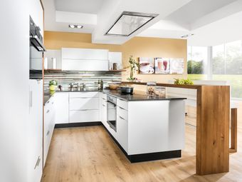 Designwohnküche in U-Form mit Barlösung und Sitzbank