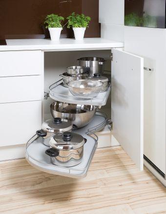 Le-Mans Küchen Eckschranklösung mit einzeln ausziehbaren Böden