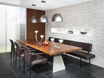 Essplatz mit Bank und Stühle in Leder und Edelstahl, Tischplatte in Waldkantenoptik
