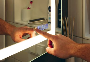 Smarter Multifunktions-Spiegel.