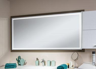 Maßgefertigter Spiegel mit LED.