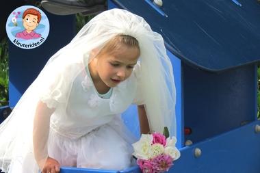 Kleuters maken een trouwreportage van elkaar 9, kleuteridee.nl, thema fotograaf, Kindergarten Photgrapher theme.