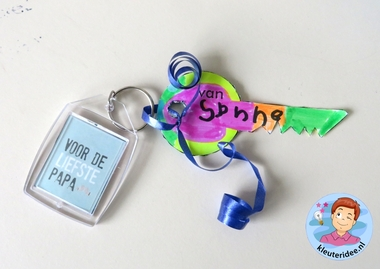 sleutel met sleutelhnger voor vader, kleuteridee.nl, vaderdag voor kleuters