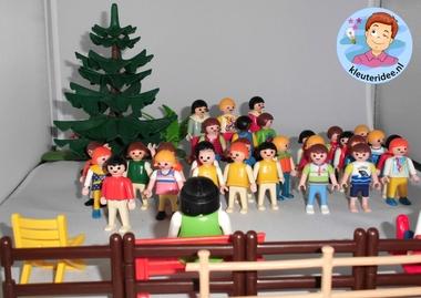 Klassenfoto maken van Playmobilpoppetjes met kleuters 3 , kleuteridee.nl, thema fotograaf