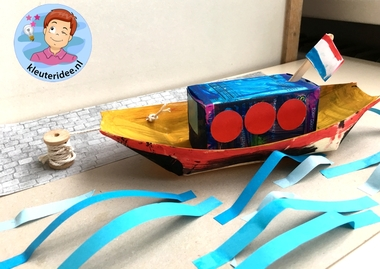 Boot knutselen met kleuters, thema de haven, kleuteridee, kindergarten ship craftBoot knutselen met kleuters, thema de haven, kleuteridee, kindergarten ship craft