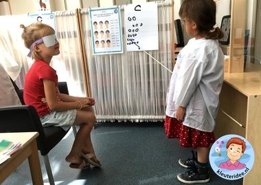 Themahoek opticien voor kleuters, kleuteridee,thema het oog, kindegarten optician role play, eye theme 12.
