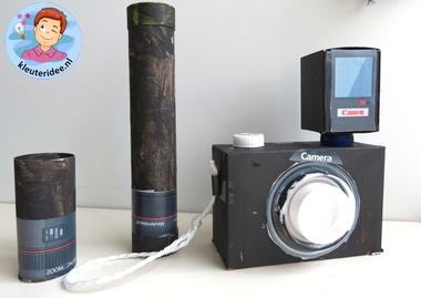 Foto camera met schermpje en lens en flitser knutselen met kleuters, kleuteridee.nl, thema fotograaf, met gratis download.