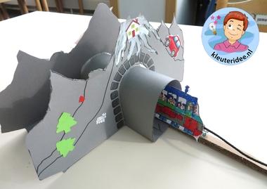 Tunnels maken van karton met kleuters, kleuteridee.nl, thema de trein , kindergarten railroad craft, free printable 3