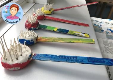 Afwasborstel knutselen met kleuters, thema huishouden, kleuteridee 2