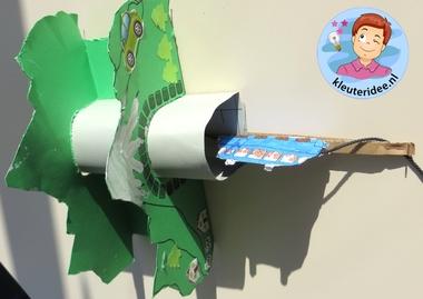 Tunnels maken van karton met kleuters, kleuteridee.nl, thema de trein , kindergarten railroad craft, free printable 5
