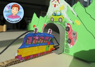 Tunnels maken van karton met kleuters, kleuteridee.nl, thema de trein , kindergarten railroad craft, free printable 4