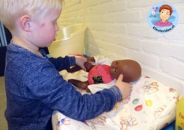 Pop in bad doen, thema baby voor kleuters, kleuteridee.nl, Kindergarten baby theme
