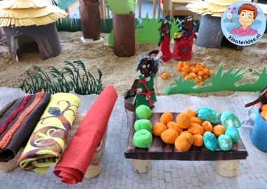 Afrikaanse markt knutselen met kleuters, kleuteridee, thema Afrika, kindergarten African market, Africa theme 3.