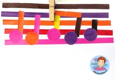 Noten en notenbalk maken met kleuters 1 , thema muziek, kleuteridee.nl