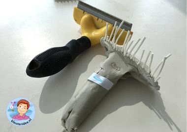 hondenborstel van klei en pitriet, thema de hond, Kindergarten dog craft, kleuteridee.nl 5
