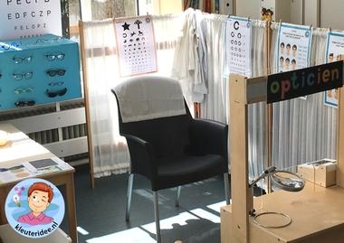 Themahoek opticien voor kleuters, kleuteridee,thema het oog, kindegarten optician role play, eye theme 2.