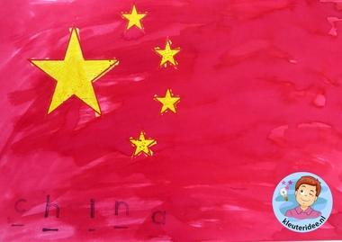 Chinese vlag maken met kleuters, thema China 4, kijk voor de beschrijving op kleuteridee.nl