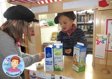Boerderijwinkel kleuteridee, thema de koe, kindergarten farmshop roleplay 4.