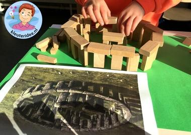 Stonehenge bouwen met blokken door kleuters, kleuteridee