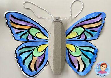 Vleugels voor vlinder bevestigen 2k, kleuteridee