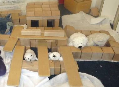 Noordpool bouwsel in de blokkenhoek met knuffels, kleuteridee.nl , 2