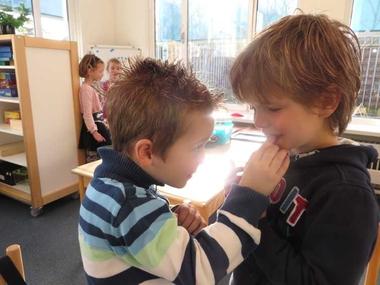 Rekenactiviteit, tel in tweetallen de tanden van elkaar, kleuteridee.nl , tel each other's teeth, math 2