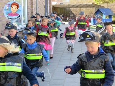 Politiekleding voor kleuters, kleuteridee.nl, met gratis downloads, thema politie