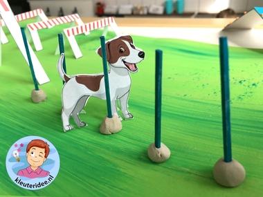 hondenschool knutselen, thema de hond, Kindergarten dog agility craft, kleuteridee.nl 4