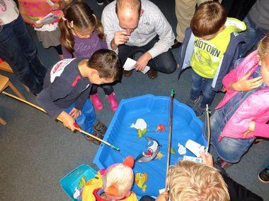 Spel , kleuteridee.nl, vissen vangen