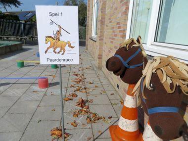 Spel 1, Paardenrace, thema indianen voor kleuters, kleuteridee.nl