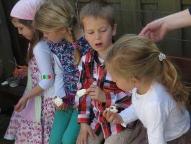 Ideeën voor de schooltuin voor kleuters week 3, kleuteridee.nl , tuinkers zaaien proeven