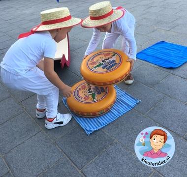 Kaasmarkt Edam, rollenspel met kleuters, thema Nederland, kleuteridee